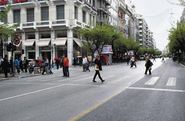 Εξαφανίζονται οι δρόμοι στη Θεσσαλονίκη από τα παρκαρισμένα