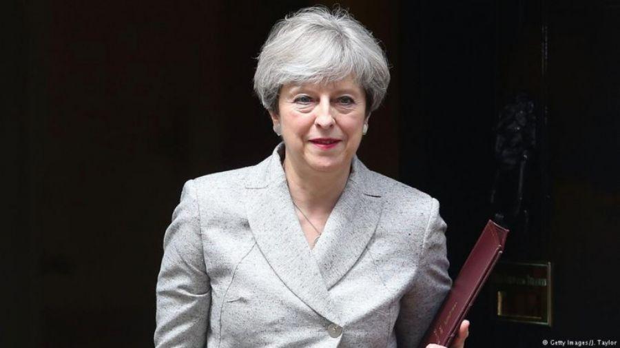 Πιέσεις στη Μέι να σταματήσει τις διαπραγματεύσεις για το Brexit