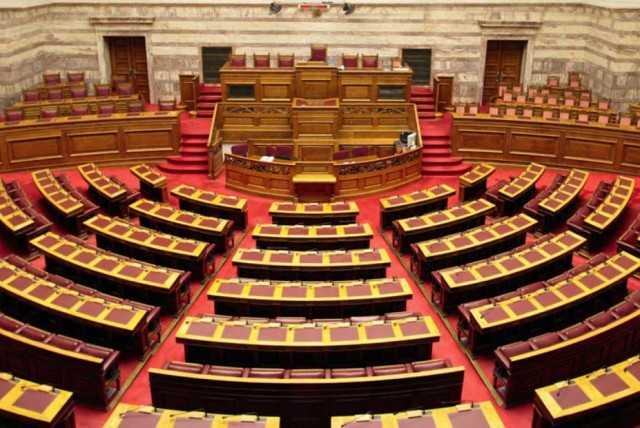"""""""Παγώνουν"""" οι υπόλοιπες μετατάξεις στη Βουλή"""