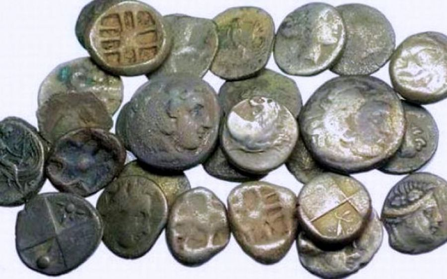 Πουλούσε αρχαία στο internet