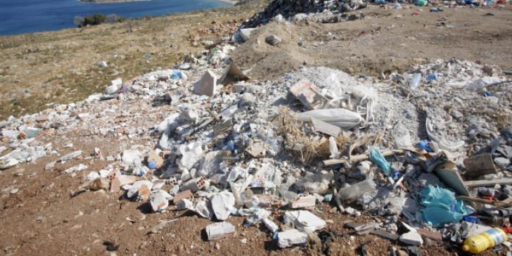Διαβατά: Μπάζα και σκουπίδια δημιουργούν μια απέραντη χωματερή