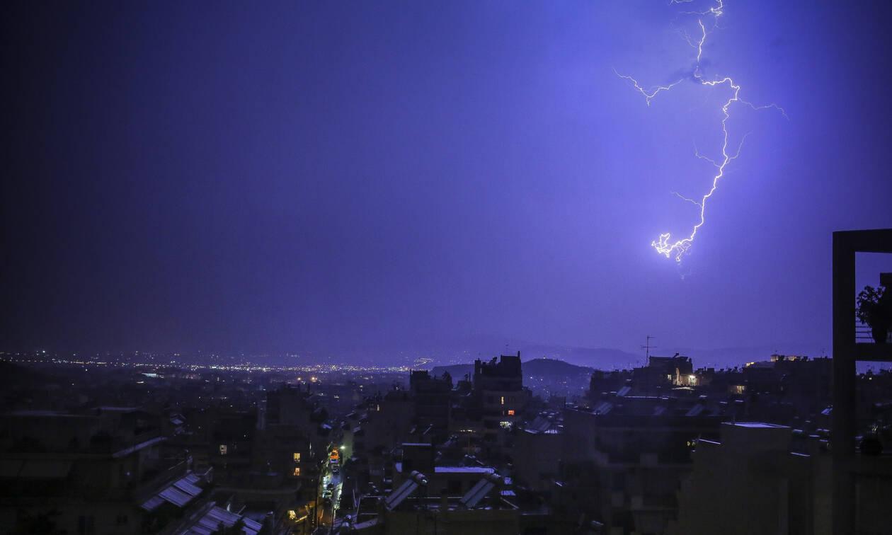 Έκτακτο δελτίο καιρού: Βροχές και καταιγίδες από τα μεσάνυχτα της Κυριακής