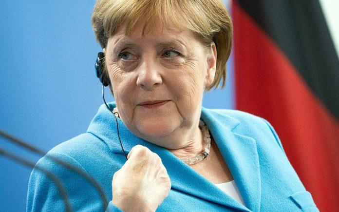 Μέρκελ: Δεν βλέπω λόγο αλλαγής του πλαισίου για το ελληνικό χρέος