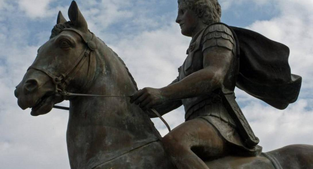 Βόρεια Μακεδονία: Ο Μέγας Αλέξανδρος είναι Έλληνας – Τοποθετήθηκε επιγραφή