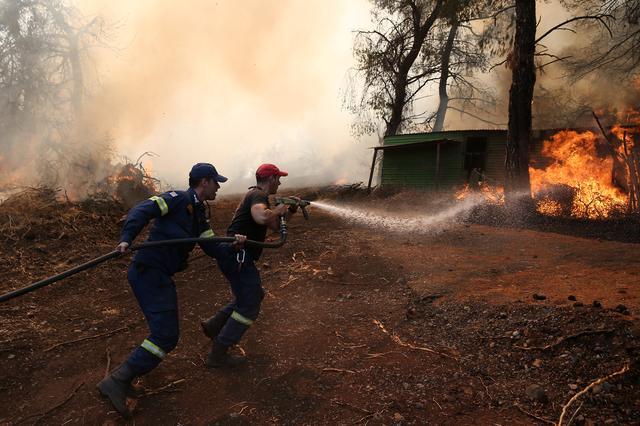 Δίχως ενεργό μέτωπο η φωτιά στην Εύβοια- Οριοθετημένη αλλά επικίνδυνη