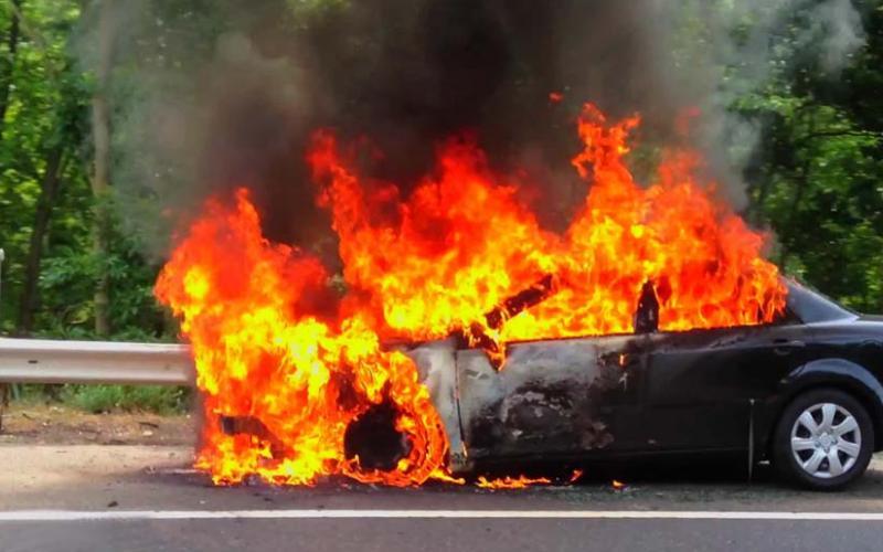 Θεσσαλονίκη: Φωτιά σε ΙΧ αυτοκίνητο στη Μουδανίων