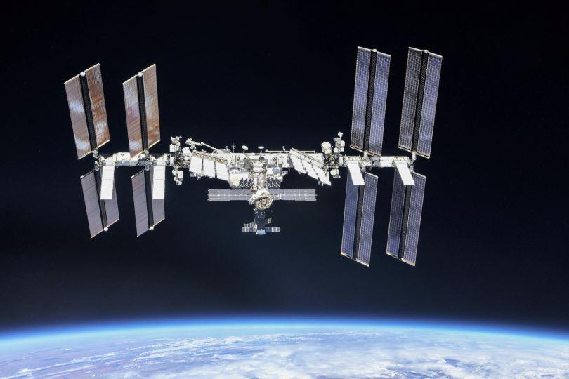 Αστροναύτες της NASA «περπάτησαν» έξω από τον Διεθνή Διαστημικό Σταθμό για να αλλάξουν μπαταρίες σε ηλιακά πάνελ