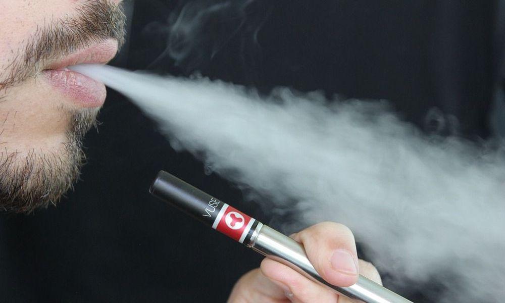 Νέα έρευνα: Ακόμη και το βραχυπρόθεσμο άτμισμα προκαλεί φλεγμονές στους πνεύμονες των μη καπνιστών