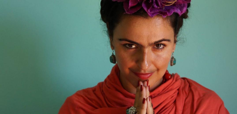 Κατερίνα Δαμβόγλου στο makthes.gr: «Η Φρίντα η ίδια, κι όχι η ζωή της, μας διδάσκει πώς να ζούμε»