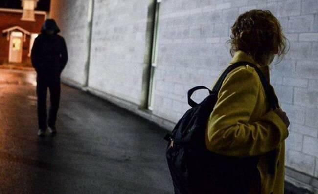 Stalking: Ένα σοβαρό πρόβλημα που εξαπλώνεται όλο και περισσότερο ψηφιακά