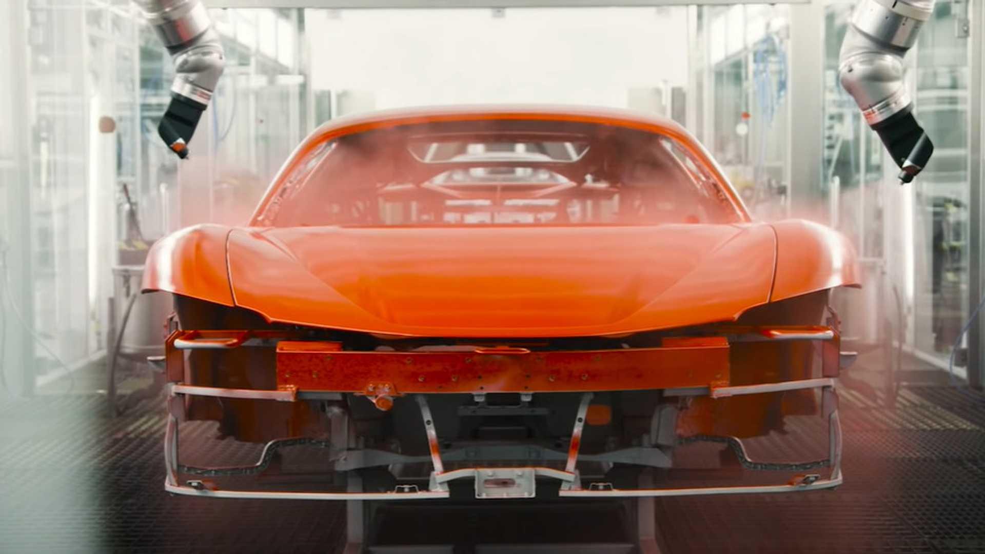 Απόλαυσε πώς παράγεται η Ferrari SF90 Stradale