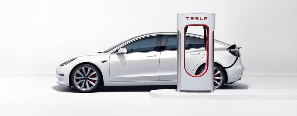 Η Tesla βάζει και την Ελλάδα στο παιχνίδι