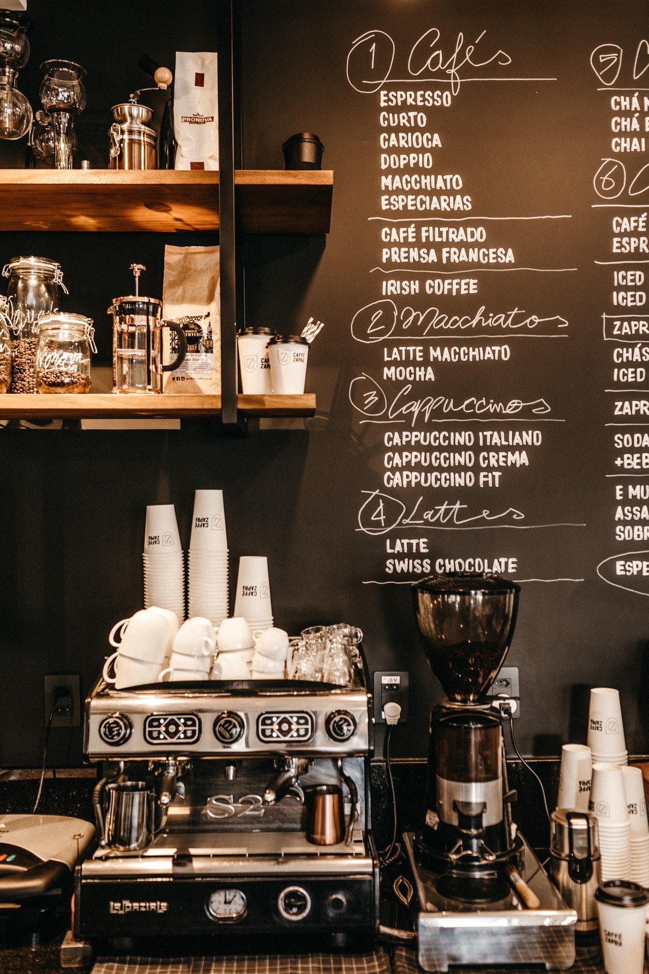 Κορονοϊός: Κλείνουν εμπορικά κέντρα, καφέ, μπαρ και χώροι εστίασης