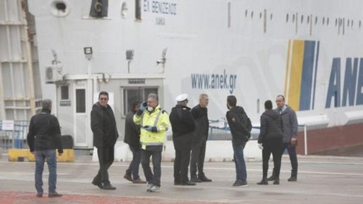 Ξεκινά η μεταφορά σε ξενοδοχεία των 261 επιβαινόντων στο πλοίο «Ελευθέριος Βενιζέλος»
