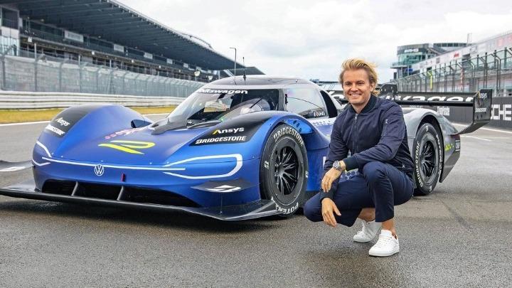Ο Nico Rosberg δοκίμασε το ηλεκτρικό αγωνιστικό μονοθέσιο ID.R της Volkswagen