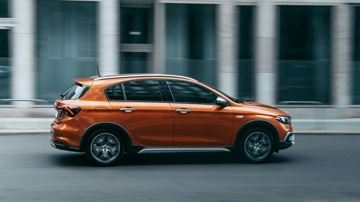Η οικογένεια του Fiat Tipo δίνει έμφαση στην περιπέτεια με την έκδοση Cross