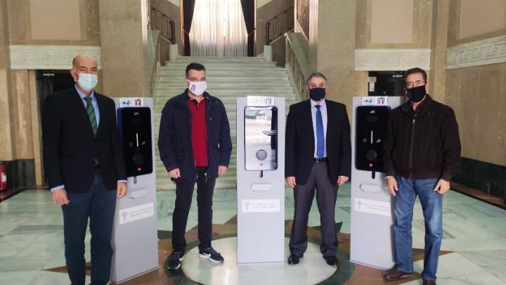 Προσφορά 3 πυλώνων ηλεκτροκίνησης από το ΕΒΕΠ στον Πειραιά