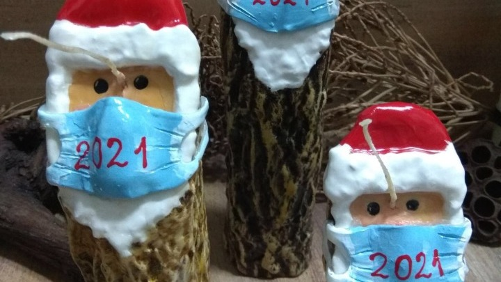 Κέρινοι Άι Βασίληδες με…μάσκες για τα φετινά Χριστούγεννα