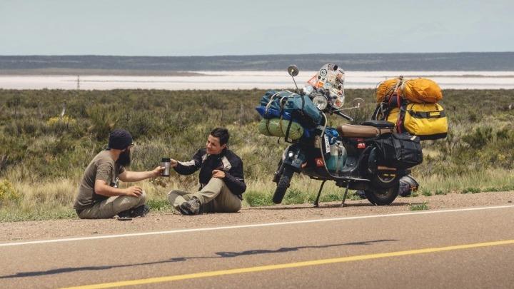 Καραντίνα στην Καταμάρκα της Αργεντινής για δύο Έλληνες που ταξιδεύουν τον κόσμο πάνω σε μια βέσπα