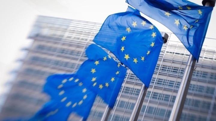 Στο Νταβός, η ΕΕ καλεί τις ΗΠΑ σε ένα κοινό ρυθμιστικό πλαίσιο για τους κολοσσούς της τεχνολογίας