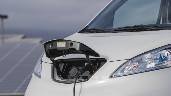 Η τιμή ενός ηλεκτρικού αυτοκινήτου αποτελεί το σημαντικότερο πρόβλημα για την αγορά του