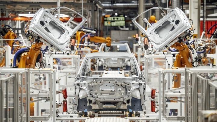 Η έλλειψη ημιαγωγών φρενάρει την παγκόσμια παραγωγή αυτοκινήτων