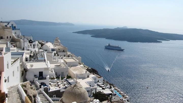 """""""Η Ελλάδα ονειρεύεται τουριστικό comeback το καλοκαίρι"""", γράφει το Δίκτυο RND"""