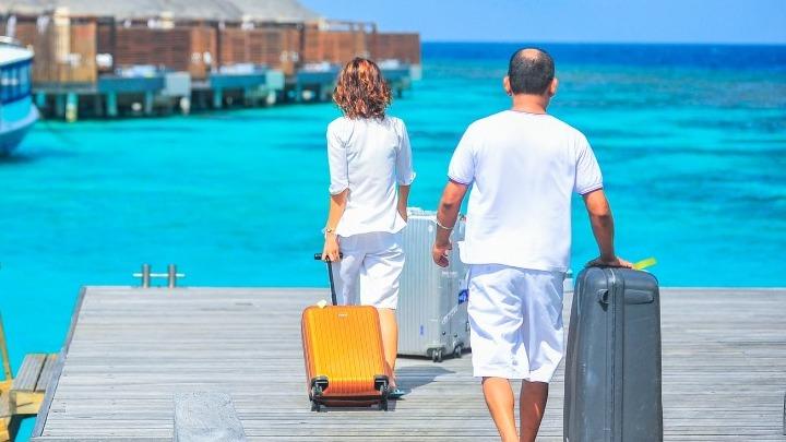 «Θα κάνουμε ό,τι περνά από το χέρι μας, ακόμα και μονομερώς, για να διευκολύνουμε τα ταξίδια των φίλων μας των Βρετανών»