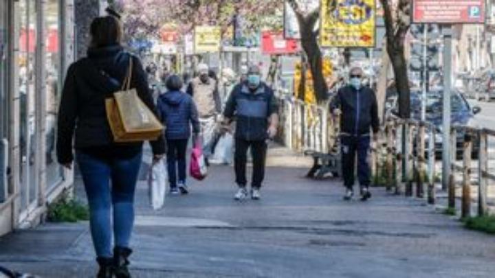 Αυξημένος ο κίνδυνος σοβαρής Covid-19 και θανάτου για όσους περπατάνε αργά