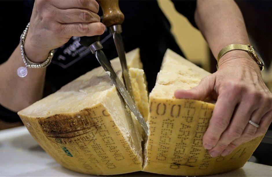 Εκεχειρία ΗΠΑ – Ευρώπης αναστέλλει δασμούς σε οίνο, ελαιόλαδο, τυριά από ΕΕ