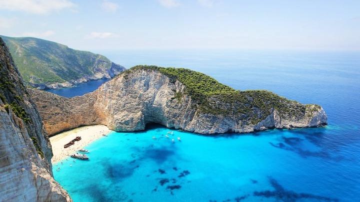 Βουλή – Χ. Θεοχάρης: «Φυσικά και θα ανοίξουμε στις 14 Μαΐου – Ασφαλής τουρισμός σε όλη τη χώρα»