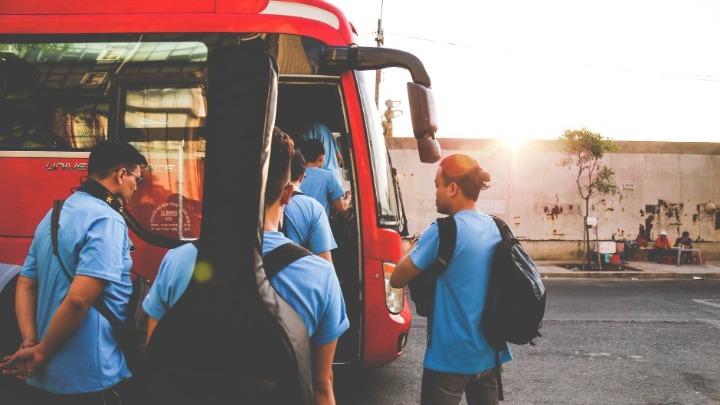Κοινή Υπουργική Απόφαση για την έκτακτη οικονομική ενίσχυση των τουριστικών λεωφορείων, υπέγραψε ο Χ. Θεοχάρης