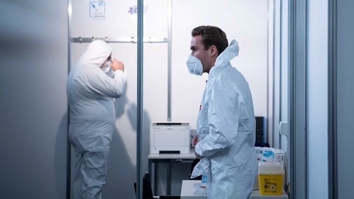 Έτοιμο πριν από τις καλοκαιρινές διακοπές το γερμανικό πιστοποιητικό εμβολιασμού, συμβατό και με το ευρωπαϊκό πιστοποιητικό